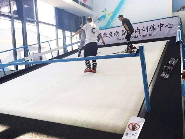 White Artificial Ski Slope 20mm PE Fibrillated Artificial Grass High Density